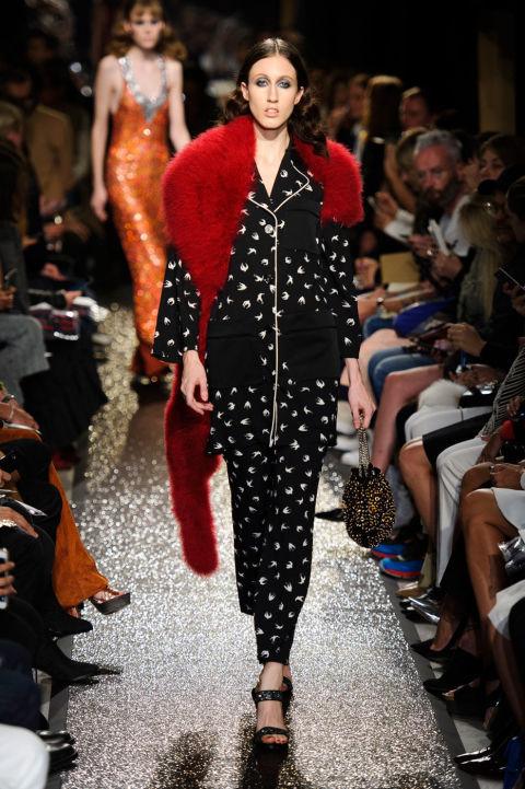 إطلالة عصرية بالملابس المستوحى تصميمها من ملابس النوم (2)