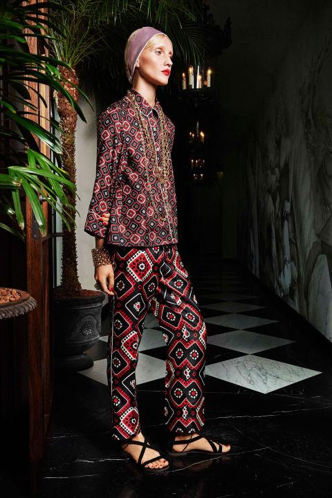 إطلالة عصرية بالملابس المستوحى تصميمها من ملابس النوم (3)
