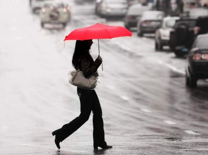المشي والجري أثناء المطر