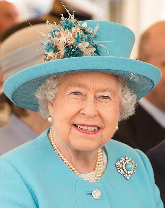 الملكة إليزابيث الثانية (1)