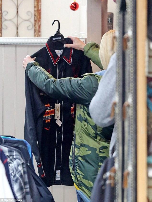 بليك شيلتون وجوين ستيفاني بصحبة طفلها أبوللو (3)