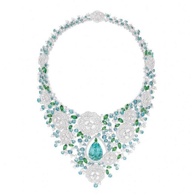 عقد من Chanel من مجموعة Jardin de Camelias