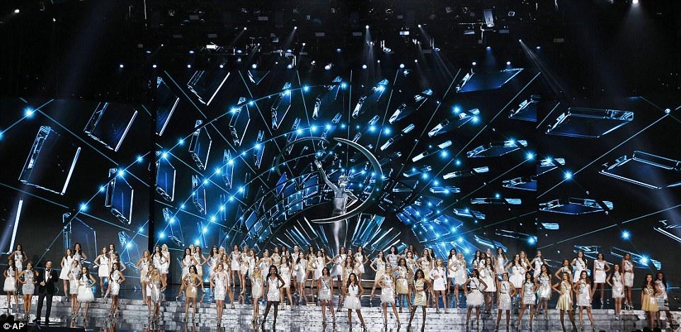 مسابقة ملكة جمال الكون لعام 2015 (15)