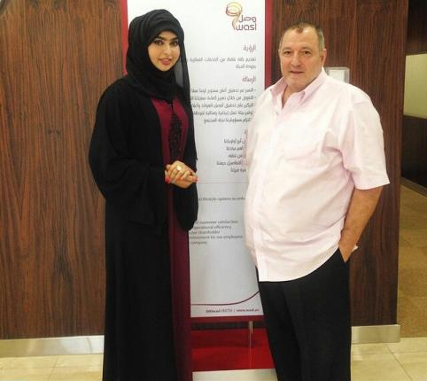 عدنان الكاتب مع سيدة العقارات زينب محمد