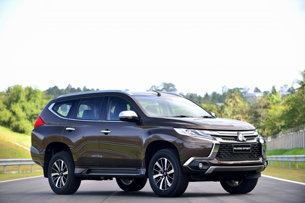 2016-mitsubishi-pajero-sport-finally-breaks-cover-you-can-buy-one-this-fall-photo-gallery_13