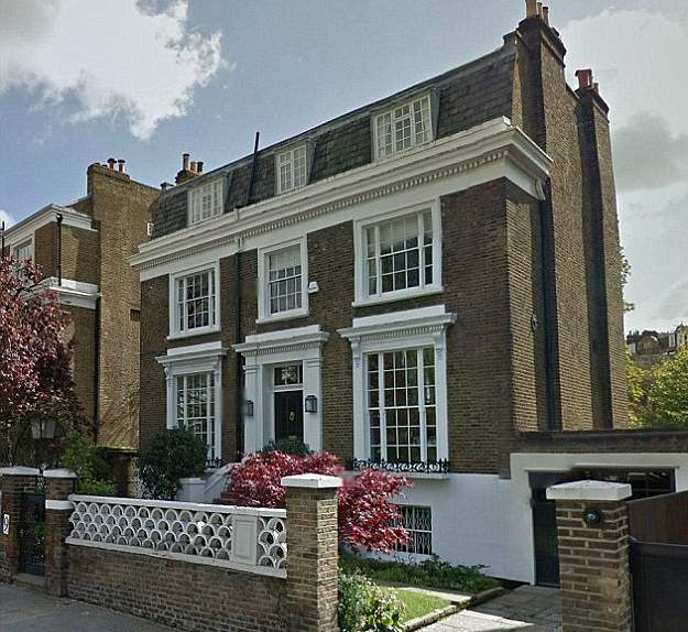 2F12F0FB00000578-3356782-The_music_mogul_was_at_his_10_million_West_London_house_with_his-a-17_1449874803933
