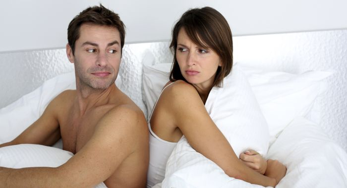 resized_couple-in-bed