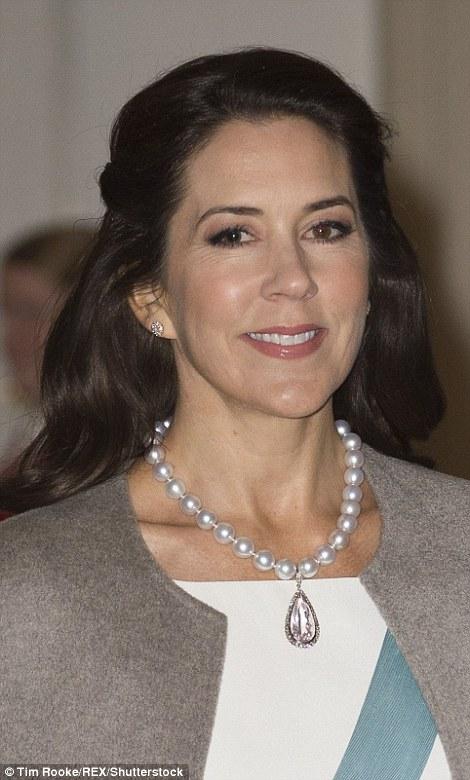 الأميرة ماري في إطلالة أنيقة (1)