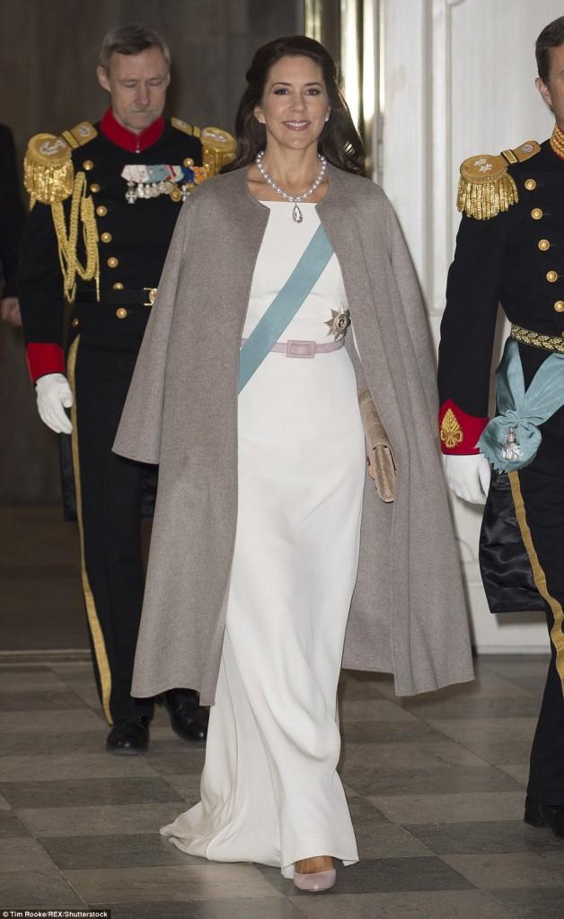 الأميرة ماري في إطلالة أنيقة (2)