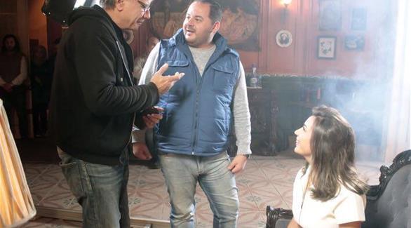 جنات مع المخرج فاروق إسماعيل قبل التصوير (المصدر)