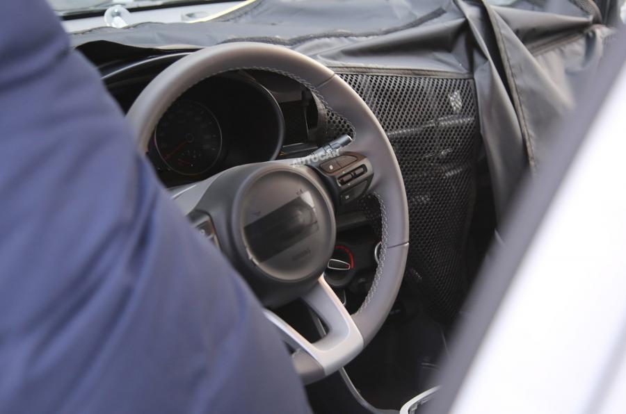 سيارة ة لـ كيا بيكانتو 2017 (11)