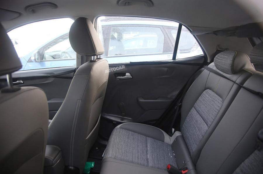 سيارة ة لـ كيا بيكانتو 2017 (8)