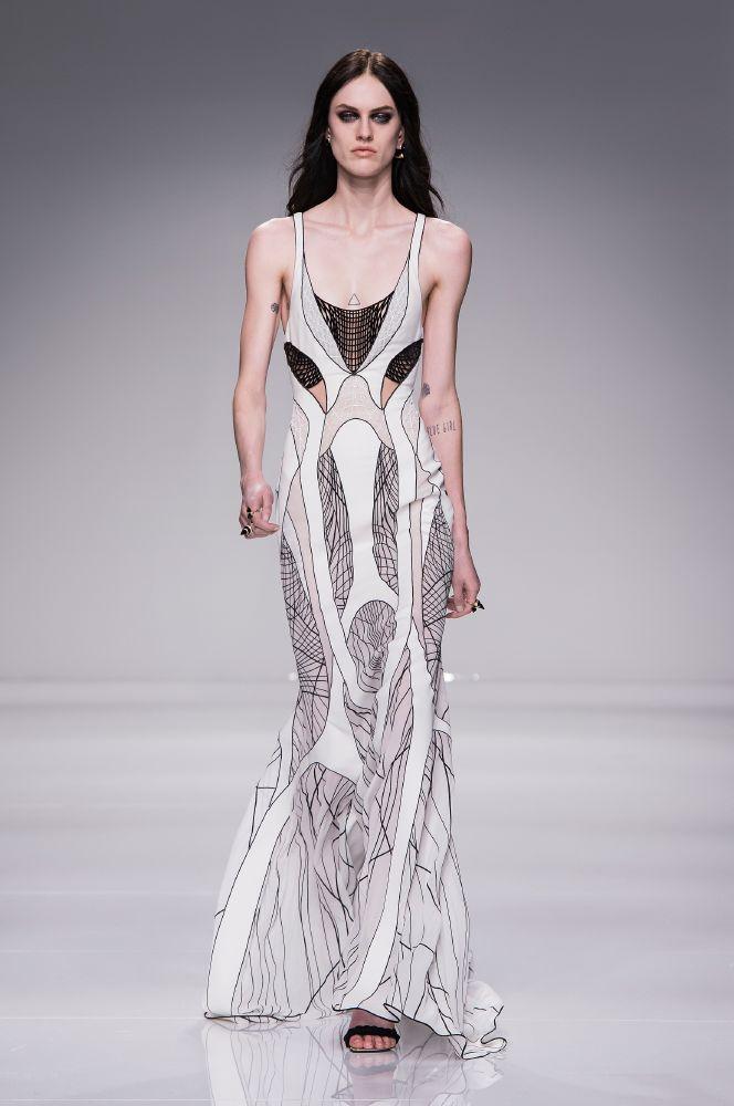 resized_Atelier Versace SS16_Look 17