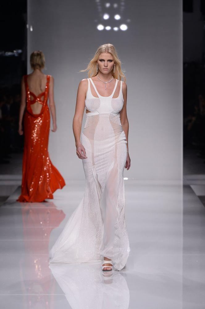 resized_Atelier Versace SS16_Look 43