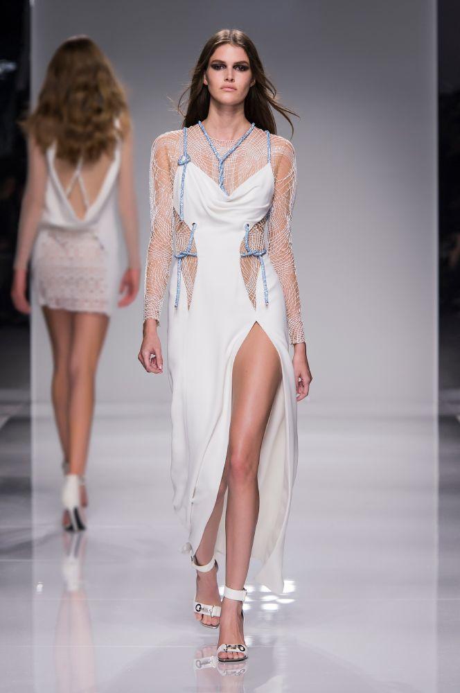 resized_Atelier Versace SS16_Look 7