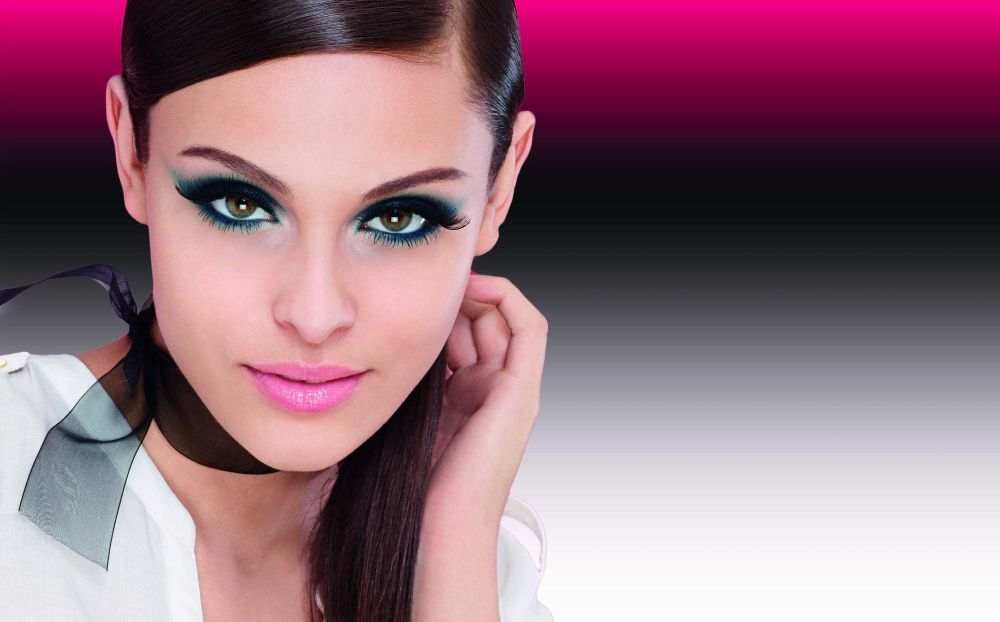 resized_Bourjois - Lash Beauty Guide - model shot with background