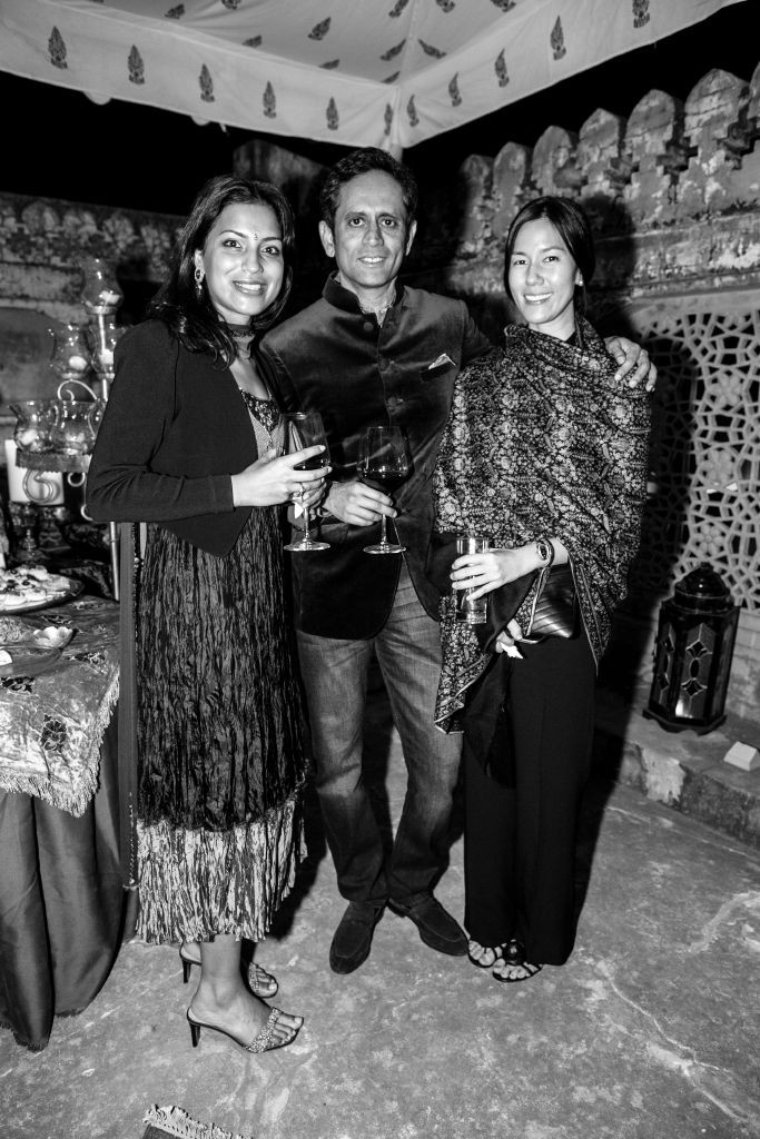 resized_Shelina Begum, Vinod Kumar & Melissa Kumar at the Amber Fort at British Polo Day India 2015. Credit Keoma Zec