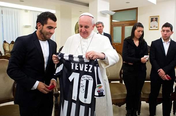 رونالدينهو يقابل بابا الفاتيكان (1)