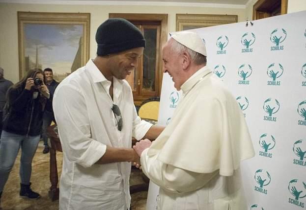 رونالدينهو يقابل بابا الفاتيكان (3)