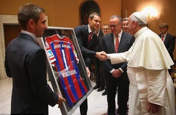 رونالدينهو يقابل بابا الفاتيكان (5)