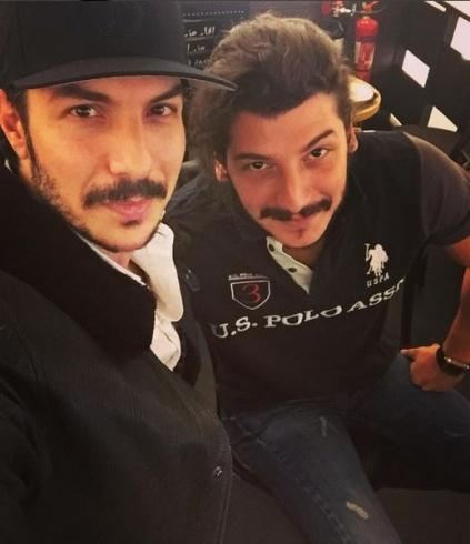 باسل خياط مع أخيه