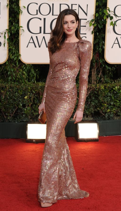 resized_Anne Hathaway in Armnai Prive 2011