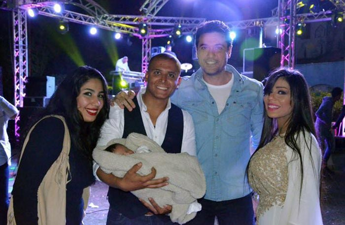 أحمد عز مع خبير التجميل هيثم دهب وزوجته