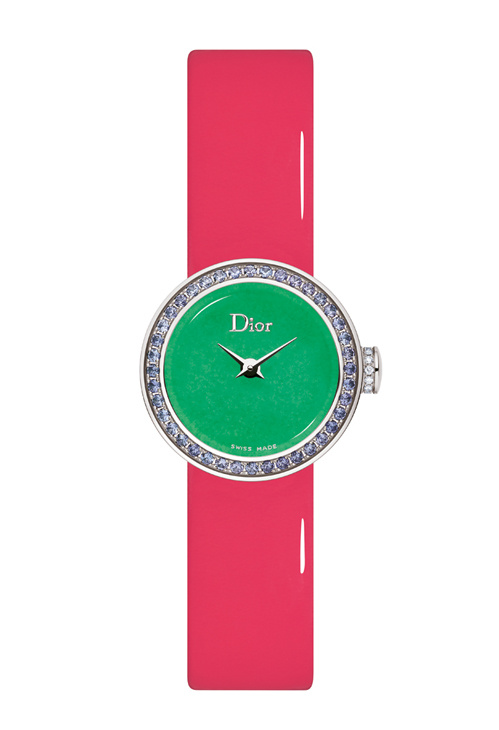ساعة حيوية تجمع بين اللون الوردي والأخضر