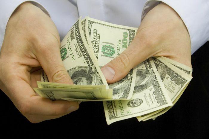 صيني يتلف 4 الاف دولار بالخطا