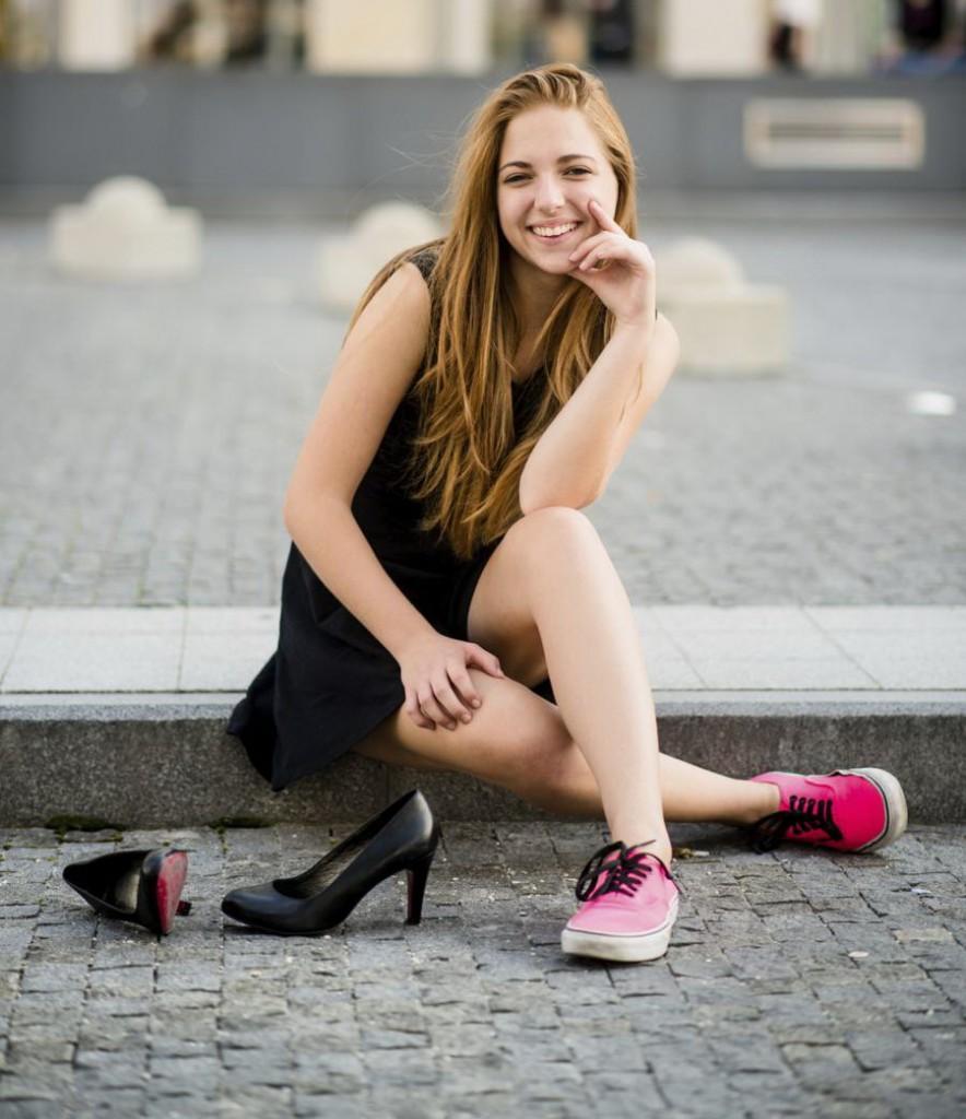 900-533644495-teenage-girl-with-high-heels
