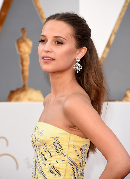 Alicia+Vikander+Chandelier+Earrings+Diamond+louise vuitton