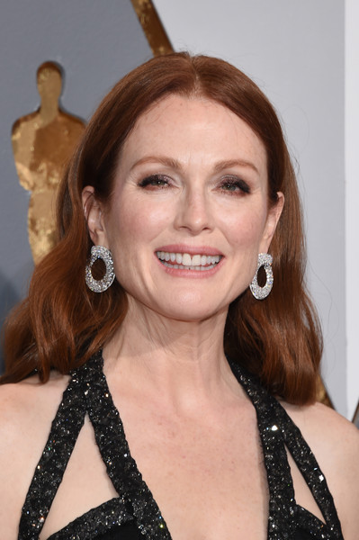 Julianne+Moore+Hoop+Earrings+Diamond+Hoops+chopard