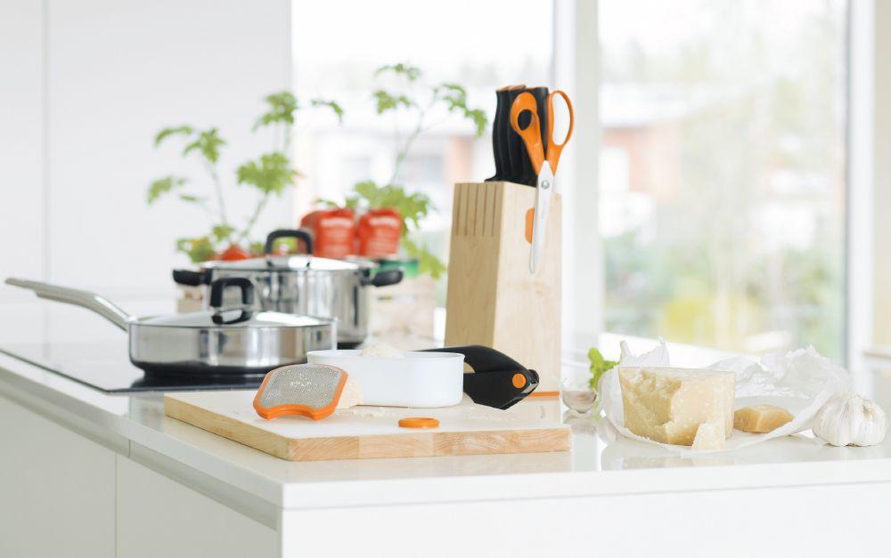 resized_Fiskars_Lifestyle_FunctionalForm_Kitchen_image_pasta_PR
