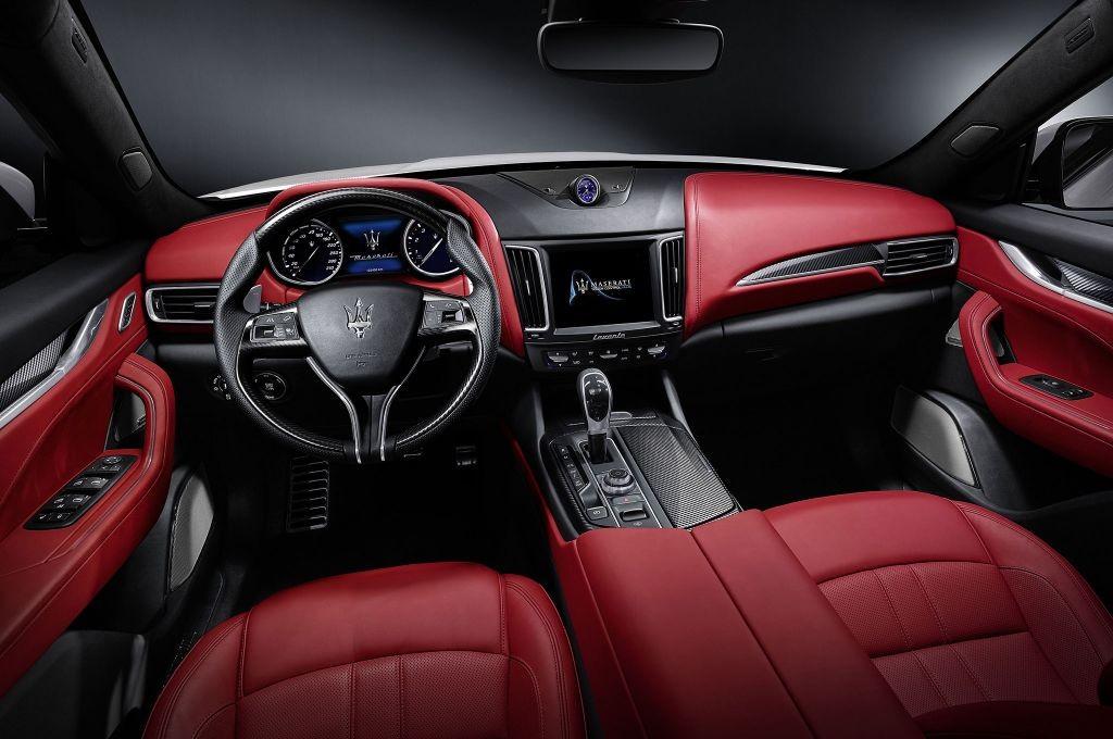 resized_Maserati-Levante-cabin-01