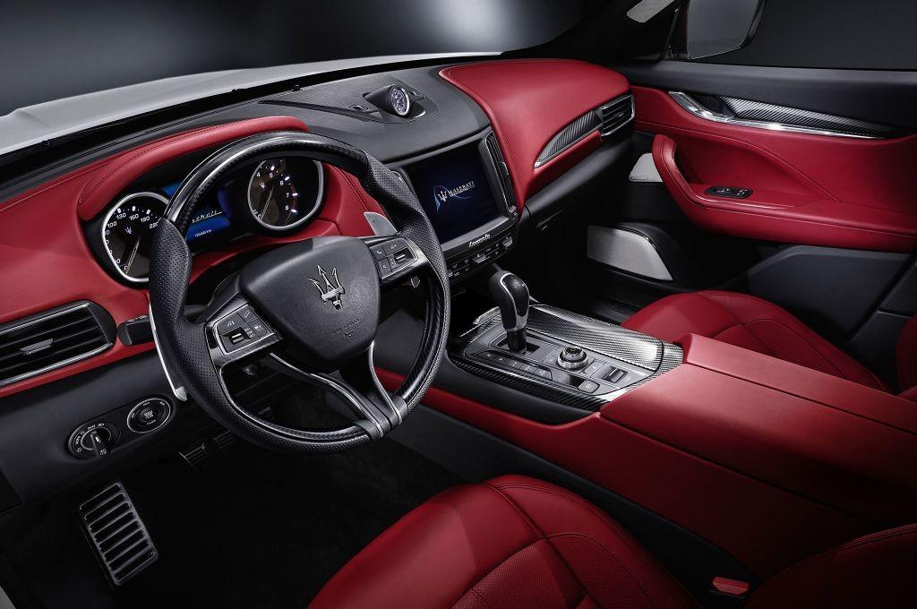 resized_Maserati-Levante-cabin-02