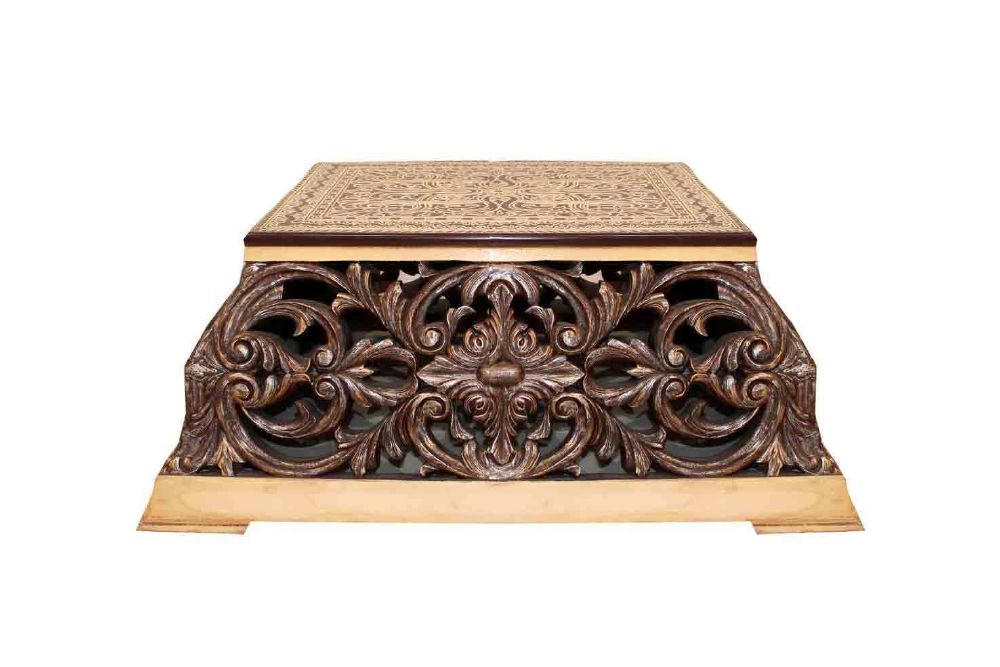 resized_pencil-carved-coffee-table-retail-price-aed-15000