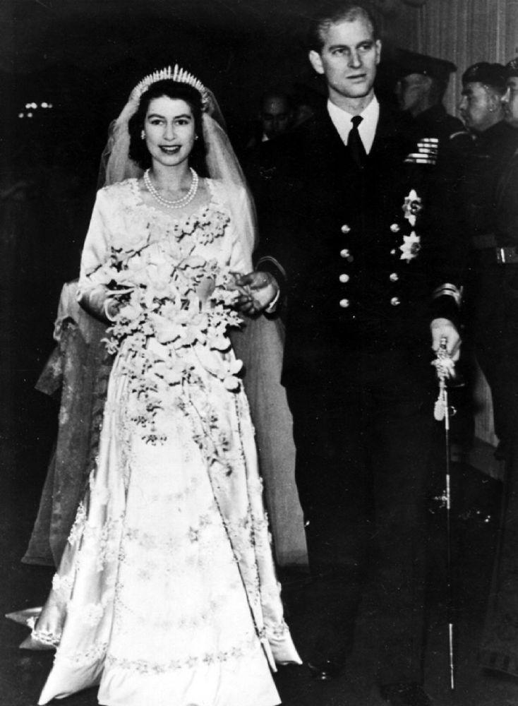 الملكة مع زوجها الأمير فيليب (2)