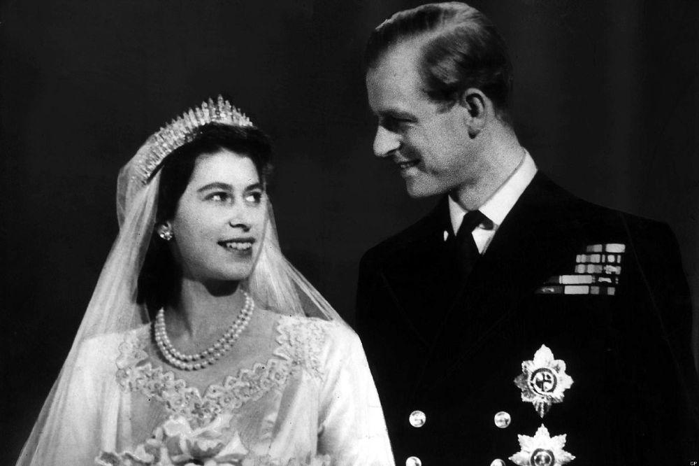 الملكة مع زوجها الأمير فيليب (3)
