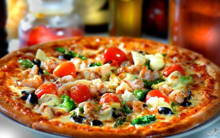 بيتزا طبقات الجبن