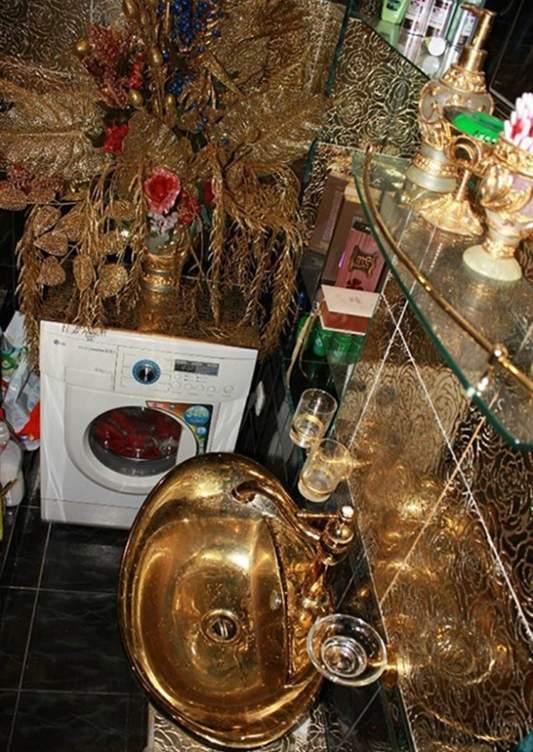 شقة مطلية بالذهب (1)