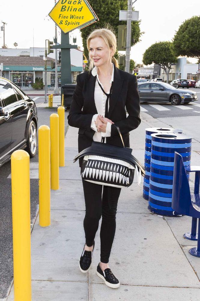 resized_Nicole Kidman - Wave Bag 1