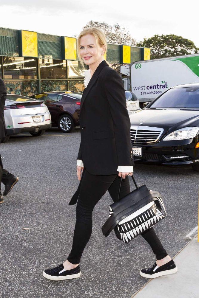 نيكول كيدمان تألق بحقيبة TOD'S