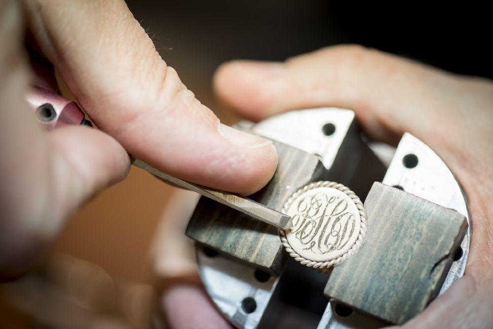 resized_Tiffany Master Engraver demonstrating the art of hand engraving (2)