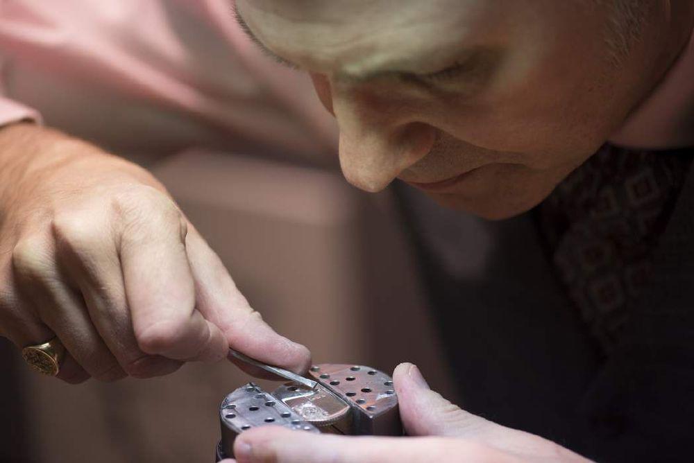 resized_Tiffany Master Engraver demonstrating the art of hand engraving (3)