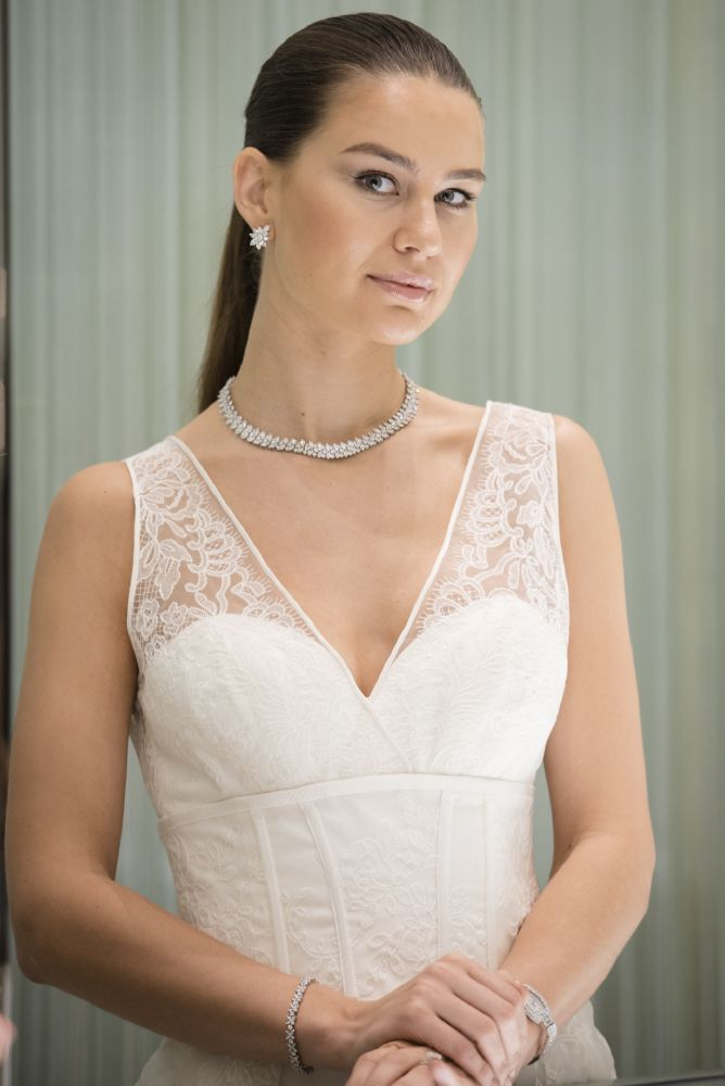 resized_Tiffany Victoria jewelry set. Beautiful Tiffany jewelry inspiring a dreamy look for the bride to be. Carolina Herrera dress provided by Esposa boutique.