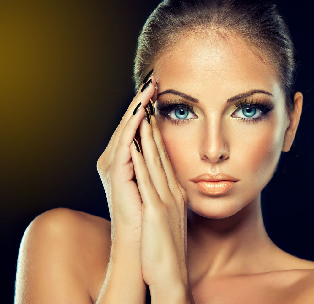 resized_model-woman-girl-face-eyes