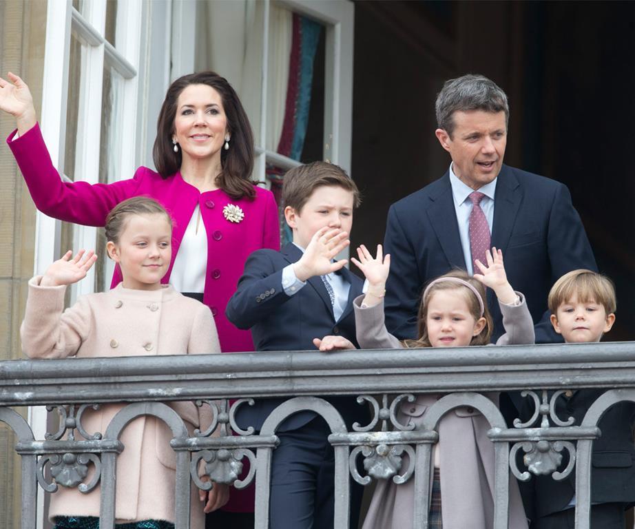 العائلة المالكة (1)