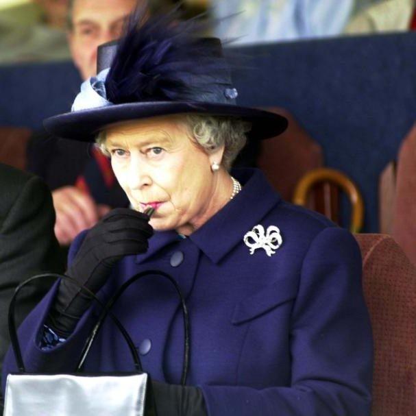 حقيبة ملكة بريطانيا (10)
