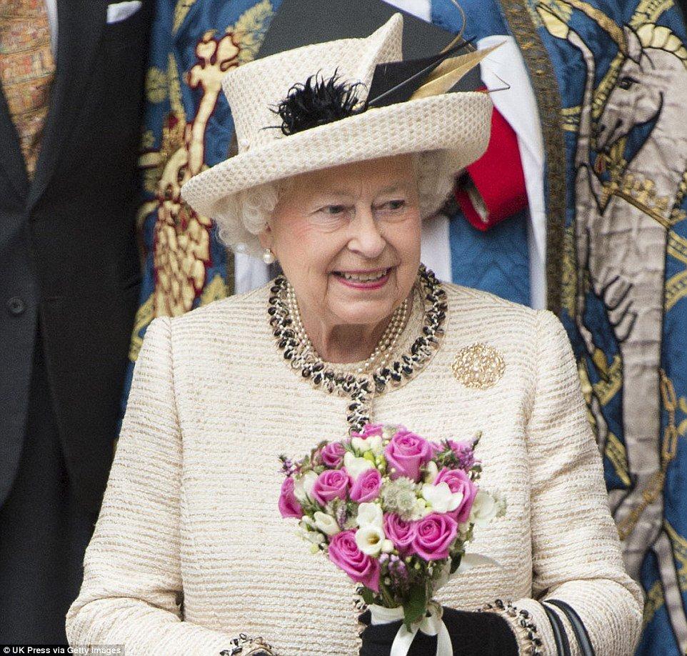 حقيبة ملكة بريطانيا (11)