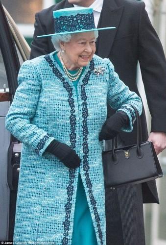 حقيبة ملكة بريطانيا (12)